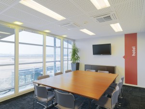 Business-Center-Euroairport-Bâle-Mulhouse_Salle-hotel_3