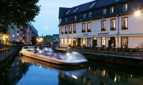 REGENT PETITE FRANCE_Facade restaurant_bateau mouche
